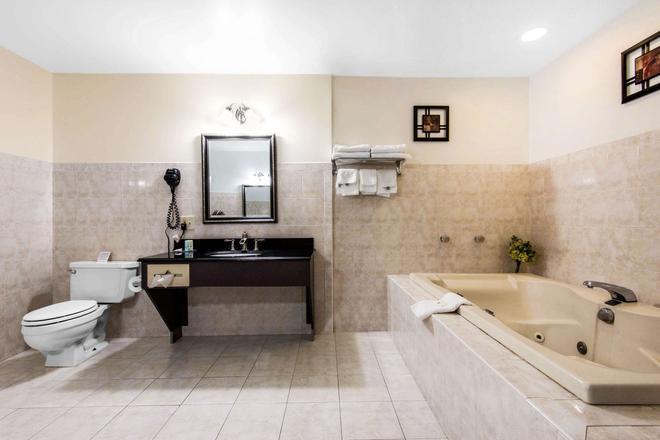 Quality Inn - Niagaran putoukset - Kylpyhuone