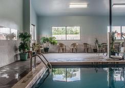 尼亞加拉瀑布品質酒店 - 尼加拉瀑布 - 尼亞加拉瀑布 - 游泳池