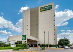 蒙特雷拉鐵品質酒店 - 瓜達盧佩 - 瓜達盧佩 - 建築