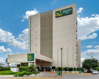 Quality Inn Monterrey La Fe - Guadalupe (Nuevo León) - Edificio