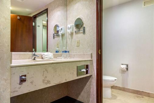 Quality Inn Monterrey La Fe - Guadalupe (Nuevo León) - Bathroom