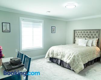 Aaron's Sweet Home - Surrey - Bedroom