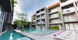 Maya Phuket Airport Hotel - Най-Тон-Бич - Бассейн