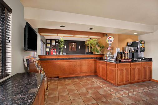 Super 8 by Wyndham Springfield/Eugene - Springfield - Bar