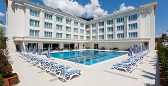 Mercia Hotels & Resorts - Büyükçekmece - Pool
