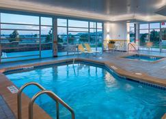 斯科茨布拉夫費爾菲爾德套房酒店 - 斯科次布勒夫 - 斯科茨布拉夫 - 游泳池