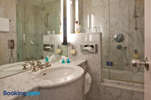 施維澤霍夫瑞士優質酒店 - 聖莫里茲 - 聖莫里茨 - 浴室