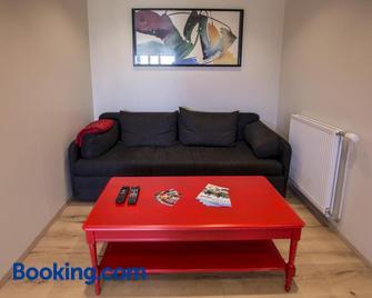 Hestasport Apartment - Varmahlid - Living room