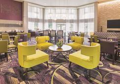 La Quinta Inn & Suites by Wyndham Fort Worth North - Fort Worth - Lounge