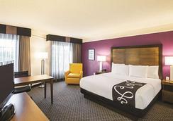 北沃思堡拉昆塔套房酒店 - 沃斯堡 - 沃思堡 - 臥室