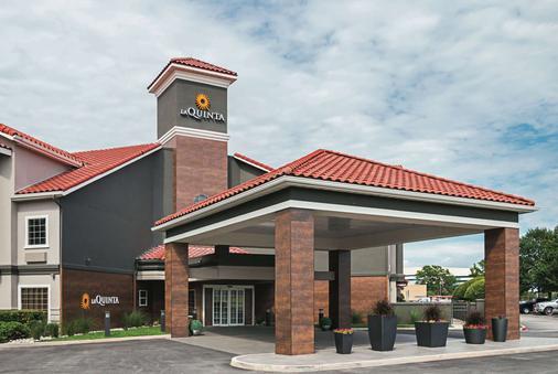 La Quinta Inn & Suites by Wyndham Fort Worth North - Fort Worth - Building