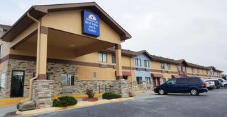 Americas Best Value Inn & Suites Harrisonville - Harrisonville - Edificio