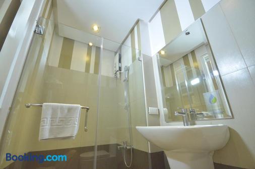 Injap Tower Hotel - Iloilo City - Bathroom
