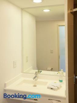 City Express Junior Puebla Finsa - Puebla City - Bathroom