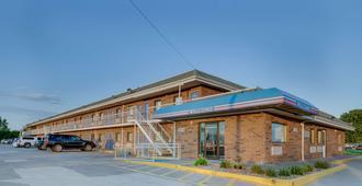 Motel 6 Salina Ks - Salina - Building