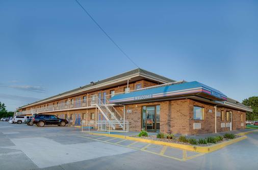 Motel 6 Salina, KS - Salina - Κτίριο