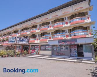 Hotel Om Palace - Lonavala - Gebouw