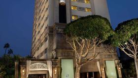 โรงแรมเดอะฮันท์ลีย์ - ซานตา โมนิก้า - อาคาร