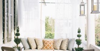 Zero George Street - Charleston - Living room