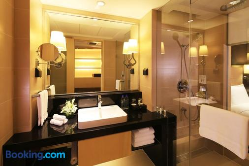 Courtyard by Marriott Shanghai Central - Shanghai - Bathroom