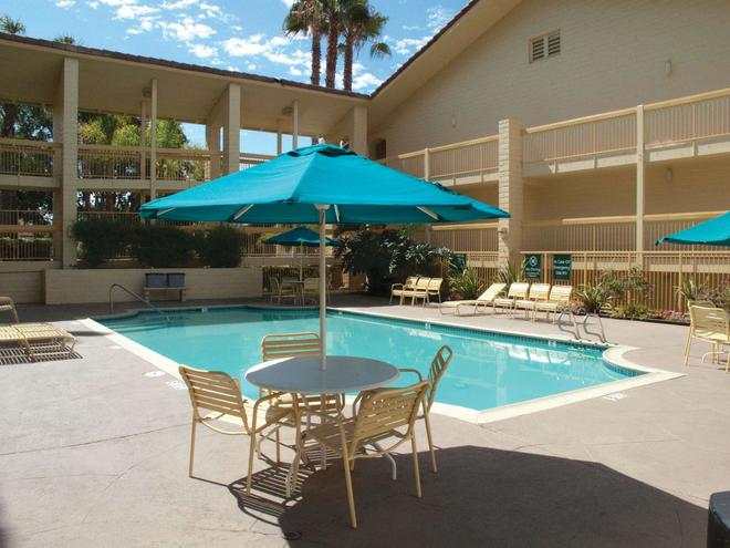 La Quinta Inn San Diego Vista - Vista - Pool