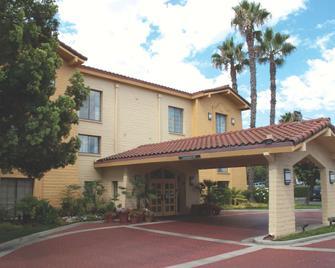 La Quinta Inn by Wyndham San Diego Vista - Vista - Gebäude