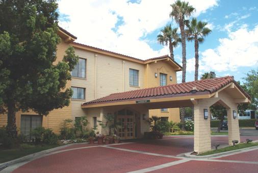 La Quinta Inn San Diego Vista - Vista - Edificio