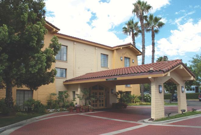 La Quinta Inn San Diego Vista - Vista - Building