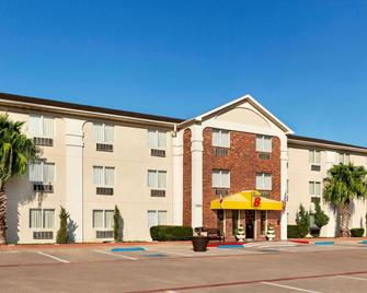 Super 8 by Wyndham Waco University Area - Waco - Building