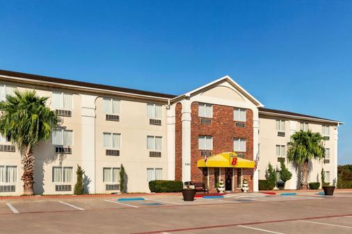 Super 8 by Wyndham Waco University Area - Waco - Toà nhà