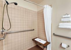 Super 8 by Wyndham Waco University Area - Waco - Phòng tắm