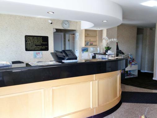 Canadas Best Value Inn Calgary Chinook Station - Calgary - Front desk
