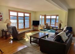 Adirondack Lakefront Getaway - Tupper Lake - Sala de estar