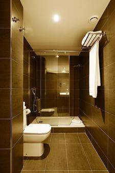 Hotel Concordia - Barcelona - Bathroom