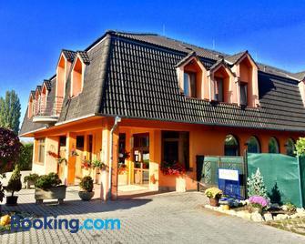 Hotel Senica - Senica - Building