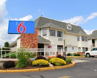 Motel 6 Hartford - Enfield - Enfield - Building