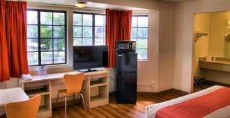 Motel 6 Hartford - Enfield - Enfield - Bedroom