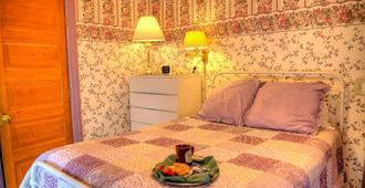 Parish House Inn - Ypsilanti - Bedroom