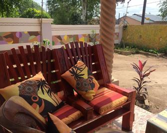 Chiloto Guest House - Kasane - Patio