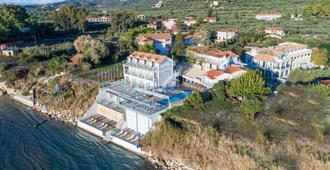 Denise Beach Hotel - לגנאס - נוף חיצוני