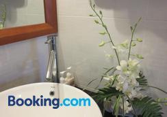 Charming Homestay - Hoi An - Bathroom