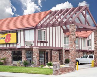 Super 8 by Wyndham Santa Clarita/Valencia - Santa Clarita - Building