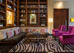 Hotel Derek - Houston - Living room