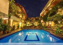 Duta Guest House - Yogyakarta - Pool