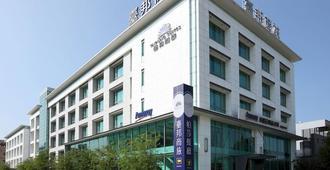 Taipung Suites - טאינאן