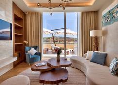 Radisson Blu Golden Sands Resort & Spa, Golden Bay - Меллиха - Гостиная