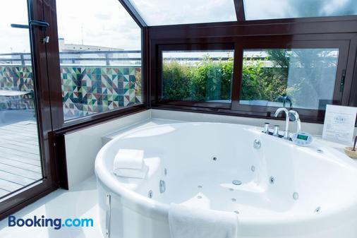 Hotel Ópera - Madrid - Bathroom