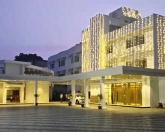 Arcot Woodlands Hotel - Cuddalore - Building