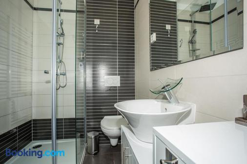 Hotel National - Zagreb - Bathroom