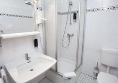 Centro Hotel Norderstedter Hof - Norderstedt - Bathroom